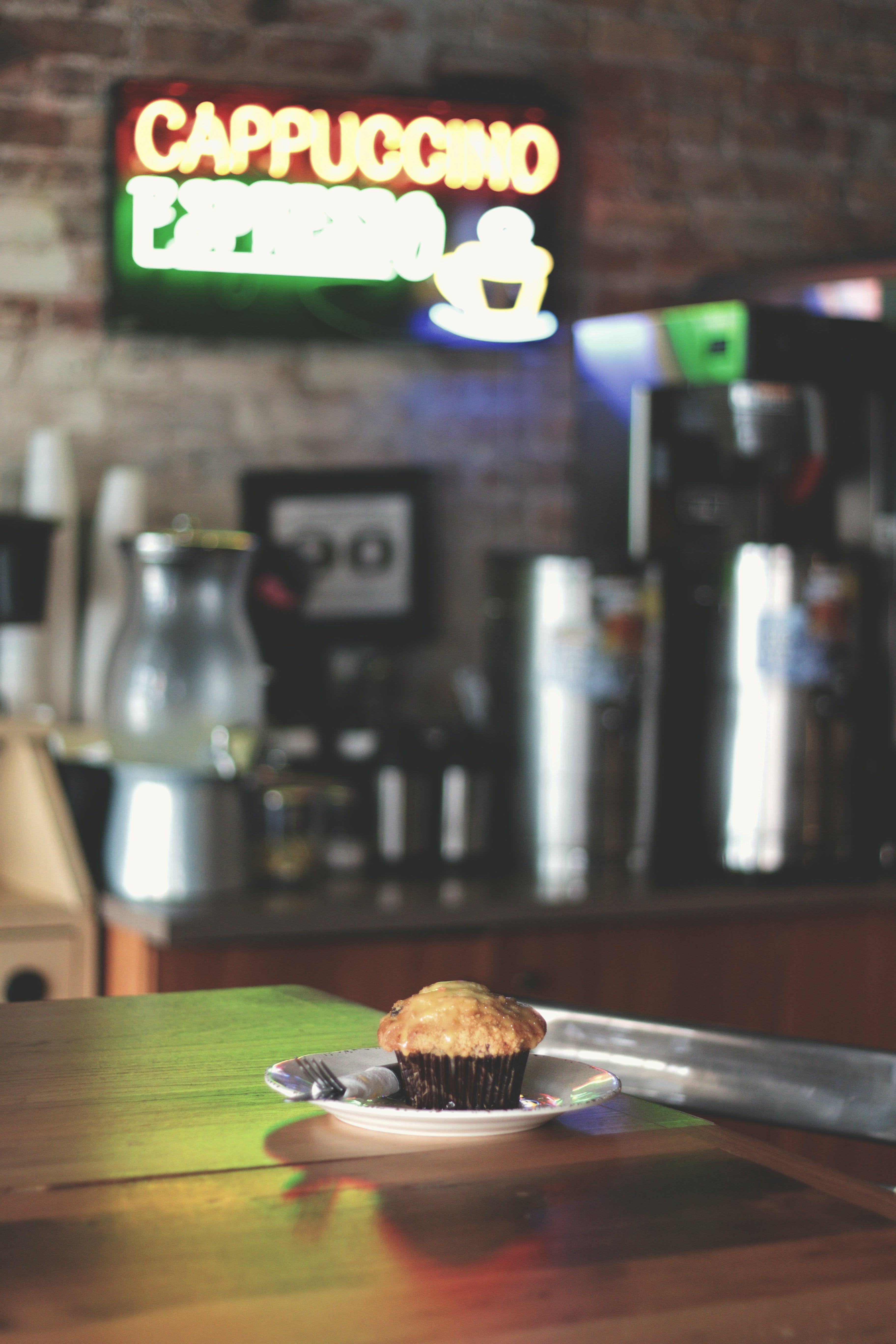 Free stock photo of baked, coffee shop, muffin, table