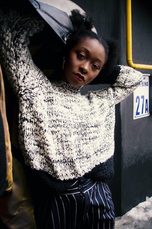 Ilmainen kuvapankkikuva tunnisteilla afroamerikkalaiset naiset, asento, asu, henkilö
