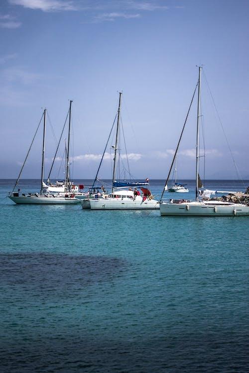 Δωρεάν στοκ φωτογραφιών με βάρκες, γαλάζιος ουρανός, θάλασσα, ιστιοπλοϊκά