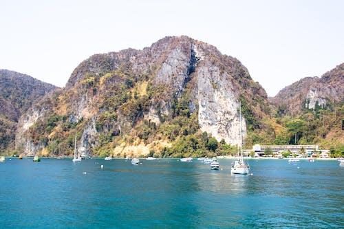 Δωρεάν στοκ φωτογραφιών με βάρκες, βουνά, βράχια, γραφικός