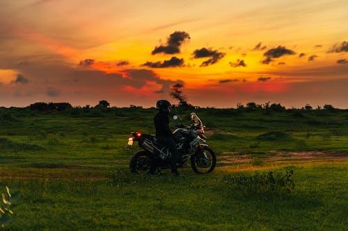 Kostenloses Stock Foto zu abend, abenteuer, auto-moto