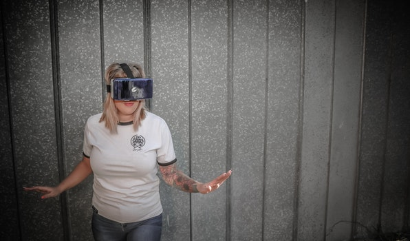 Woman Wearing Vr Goggles Photo