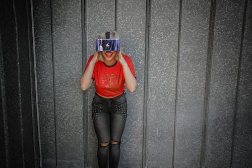 Immagine gratuita di auricolare per realtà virtuale, donna, espressione facciale, femmina