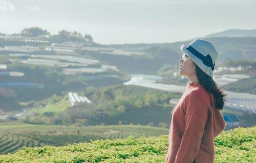 Бесплатное стоковое фото с Взрослый, вид сбоку, девочка, дневной свет