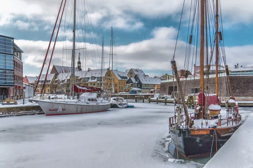 건물, 겨울, 돛대, 배의 무료 스톡 사진
