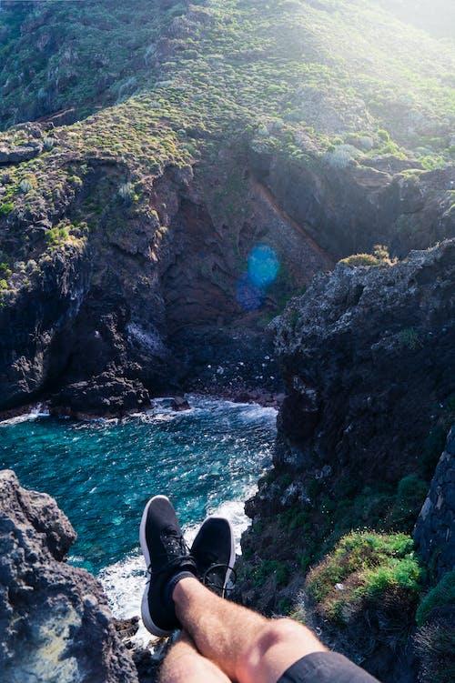 Photos gratuites de cool, couleurs froides, eau, falaise
