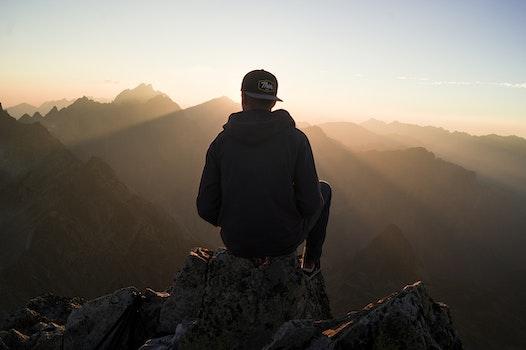 Kostenloses Stock Foto zu berge, natur, sonnenuntergang, person