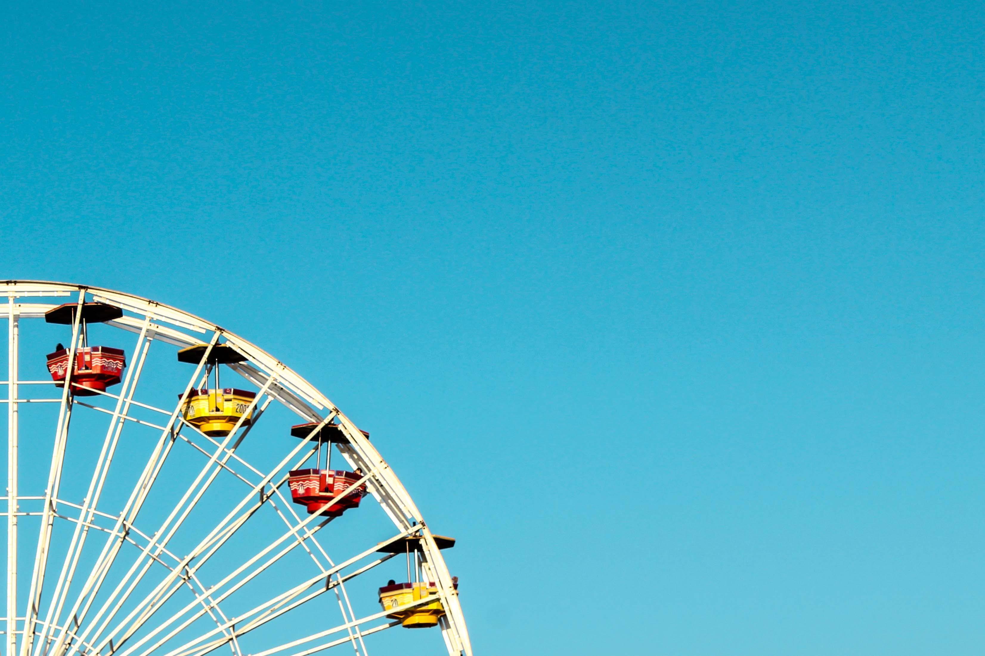Kostenloses Stock Foto zu blauer himmel, freizeitpark, himmel, hoch