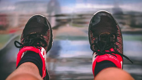 Fotos de stock gratuitas de Nike, pata, pies, zapatillas para correr