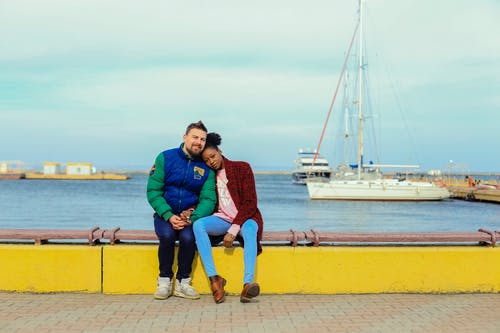 adam, aşıklar, çift, deniz içeren Ücretsiz stok fotoğraf