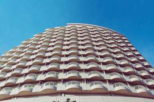 Darmowe zdjęcie z galerii z architektura, balkony, budynek, dzień