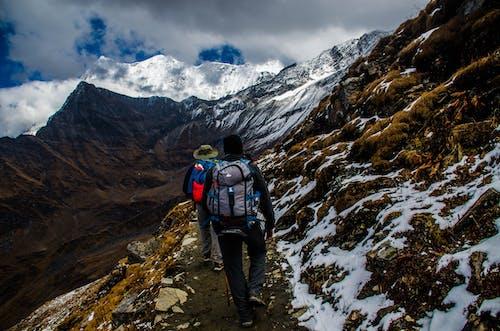 Foto d'estoc gratuïta de alpinisme, alpinista, aventura, caminada