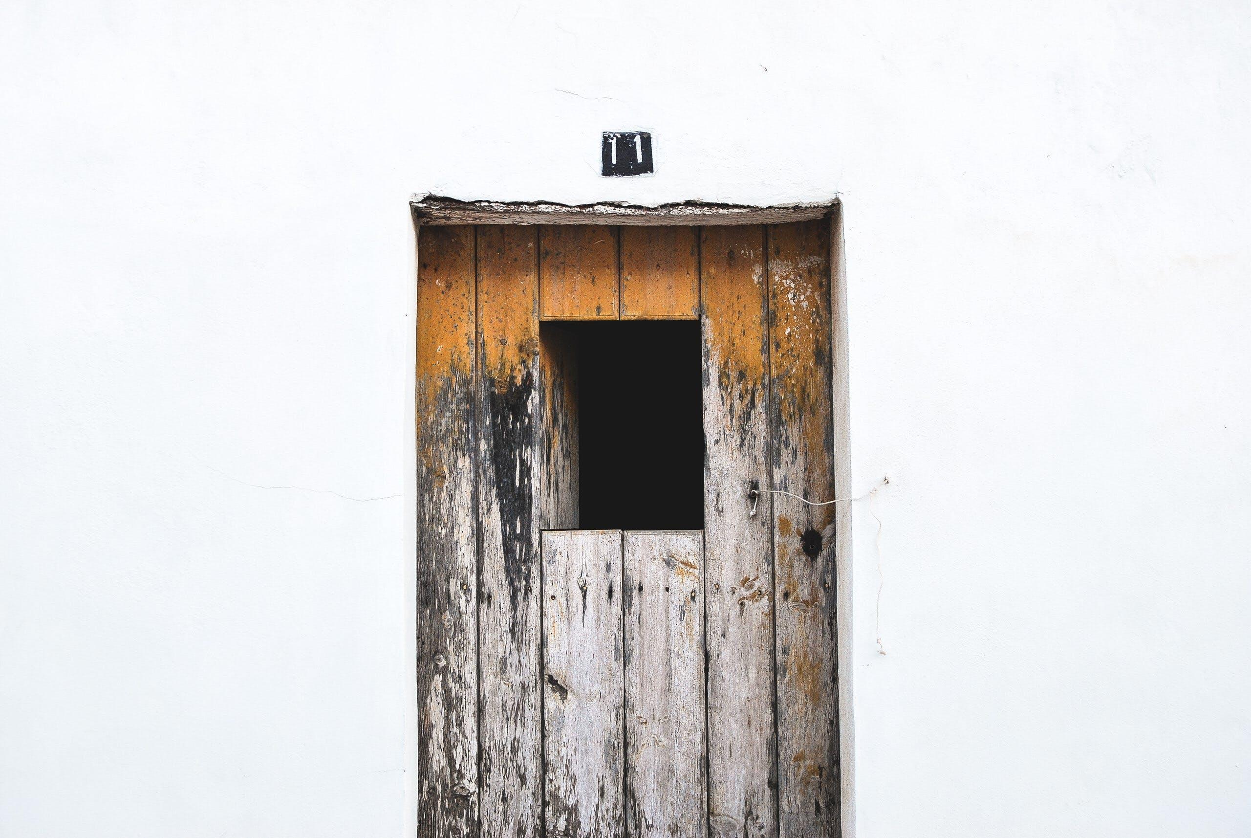Kostenloses Stock Foto zu hölzern, rustikal, tür, türöffnung