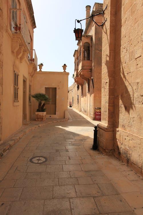 Gratis stockfoto met architectuur, binnenplaats, buiten
