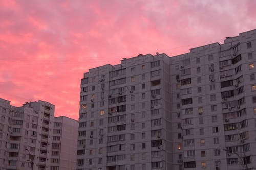 Fotobanka sbezplatnými fotkami na tému budova, bývanie, koľaj, mestský