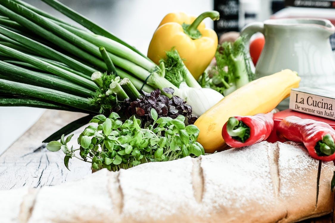 Багет, овощи, свежие овощи
