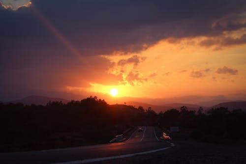 Ilmainen kuvapankkikuva tunnisteilla ilta-aurinko, pilvi, Punainen taivas, vuori