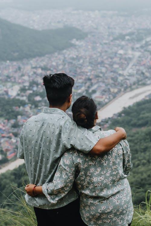 Gratis stockfoto met affectie, Aziatisch stel, blijdschap