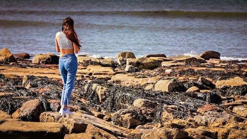 Kostnadsfri bild av flicka, stenar