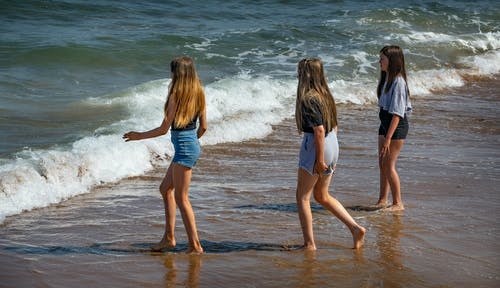 Kostnadsfri bild av flicka, hav, spelar