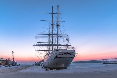 deniz, deniz aracı, direkler, gemi içeren Ücretsiz stok fotoğraf