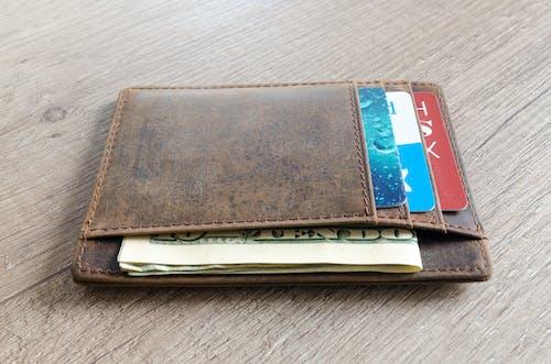 Foto d'estoc gratuïta de cartera, cartes, cuir, diners