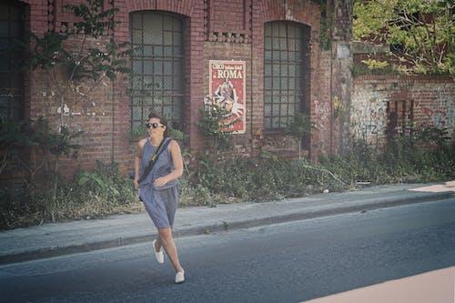 Foto stok gratis berlari, jalan, kaum wanita, orang