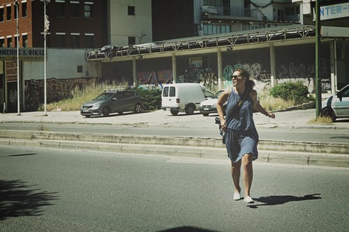 Základová fotografie zdarma na téma asfalt, auta, automobil, denní světlo