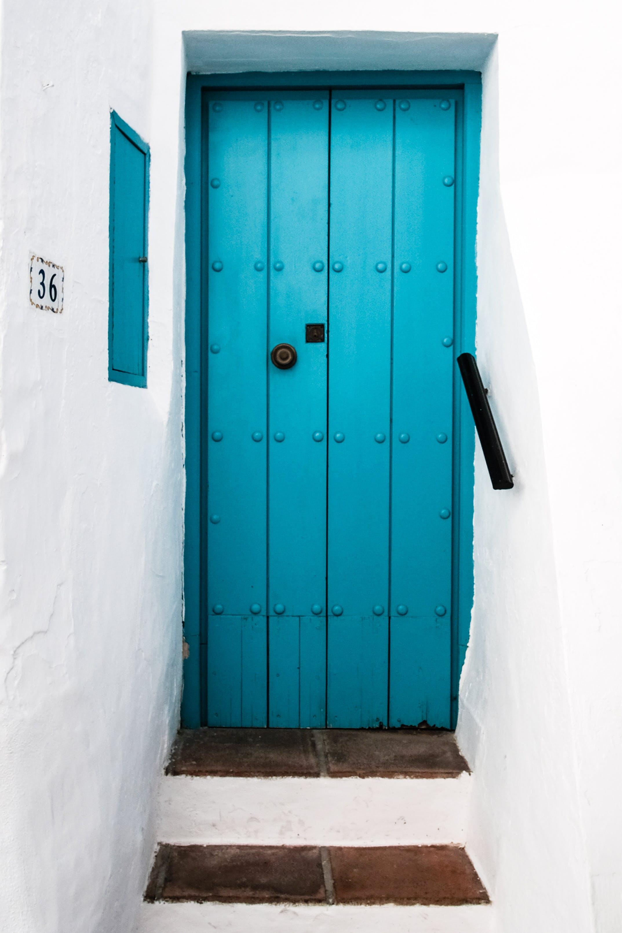 Fotobanka sbezplatnými fotkami na tému biela stena, denné svetlo, drevený, dvere