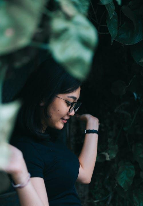 Kostenloses Stock Foto zu erwachsener, frau, grün, jugendliche