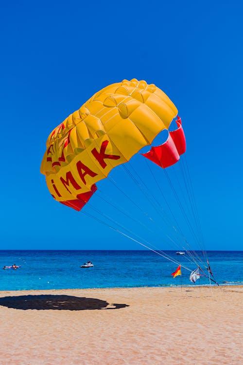 Kostenloses Stock Foto zu ballon, blauem hintergrund, drachen