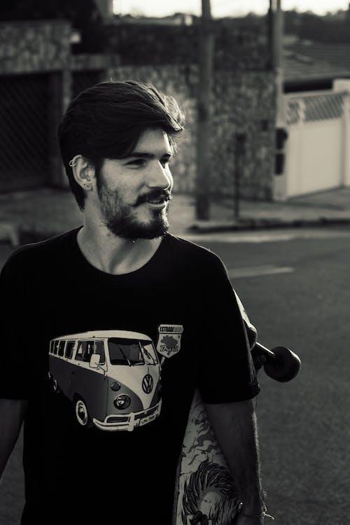 Foto profissional grátis de bigode, desgaste, dia, esqueite