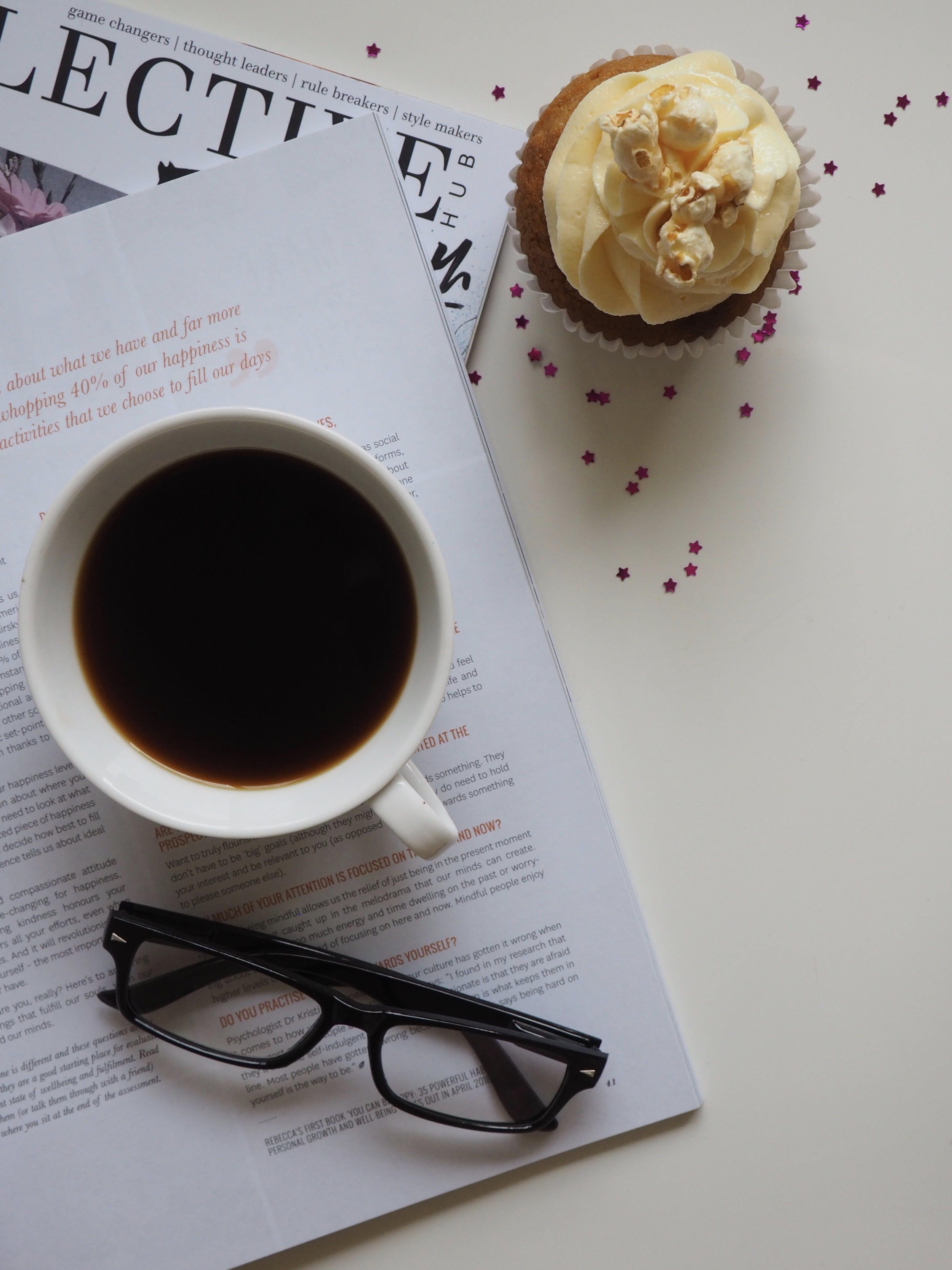 Kostenloses Stock Foto zu becher, brille, cupcake, dessert