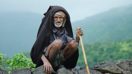 Fotobanka sbezplatnými fotkami na tému drevená tyč, držanie, headwrap