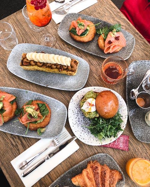 Kostnadsfri bild av bord, bröd, kök