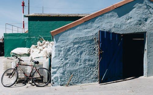 ahşap, aile, bina içeren Ücretsiz stok fotoğraf