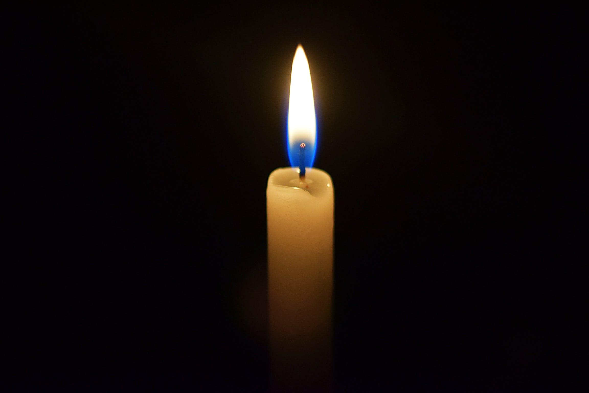 Foto d'estoc gratuïta de clareja, espelma, flama, fosc
