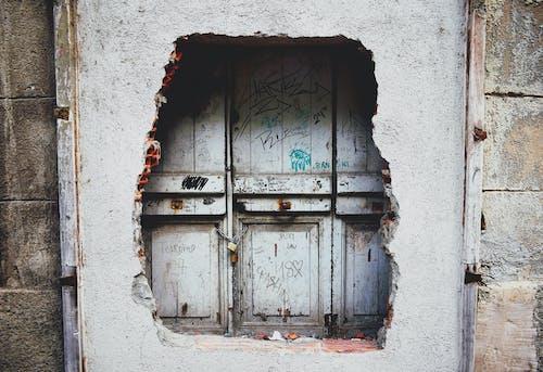 Безкоштовне стокове фото на тему «війна, графіті, двері, заблоковано»