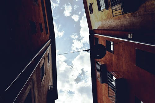 Безкоштовне стокове фото на тему «Іспанія, архітектура, балкон, будівлі»