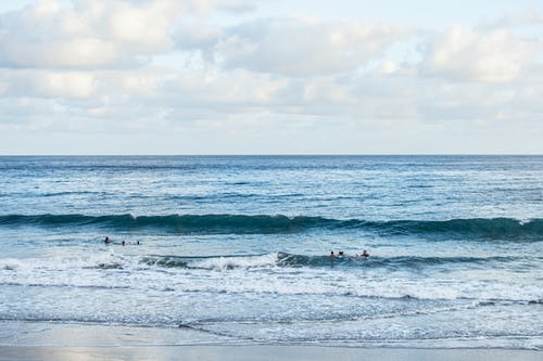Ilmainen kuvapankkikuva tunnisteilla aallot, hiekkaranta, horisontti, merenranta