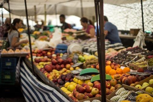 Foto d'estoc gratuïta de Assortiment, estany de fruita, fruites