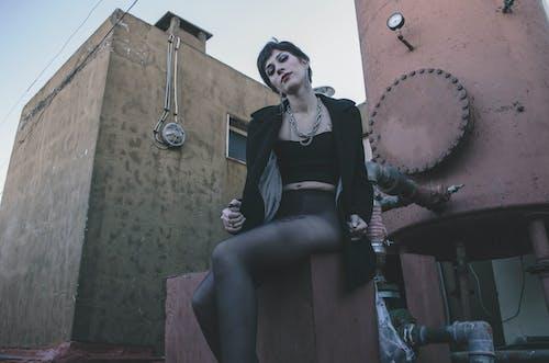 Бесплатное стоковое фото с девочка, женщина, здание, красивая