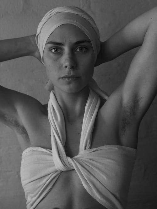 Darmowe zdjęcie z galerii z bawełna, bez makijażu, boobtube