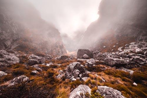 Ilmainen kuvapankkikuva tunnisteilla kivet, luonto, päivänvalo, sumu