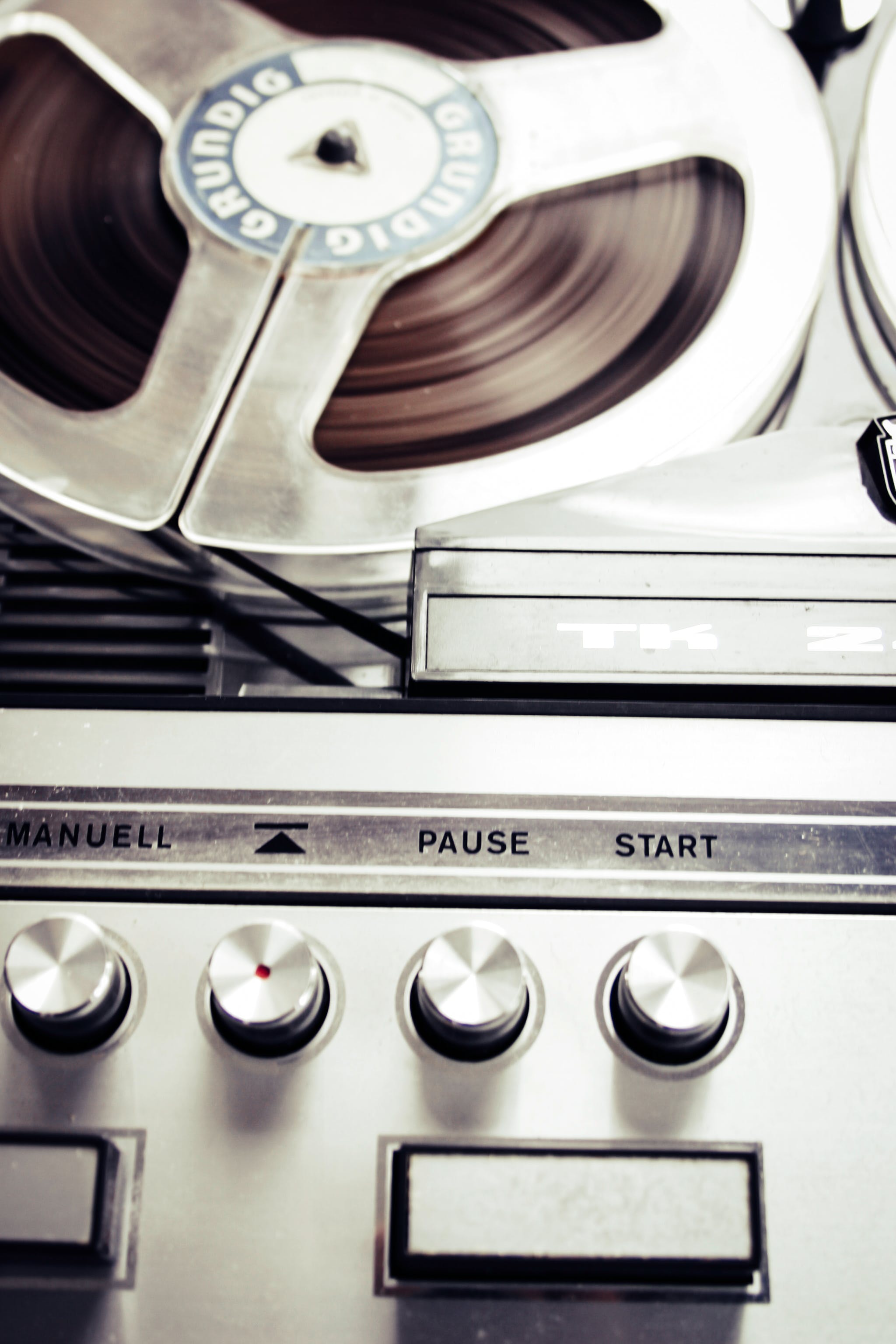 Close Photo of Vinytl Record Player
