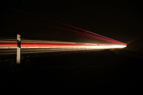 Foto d'estoc gratuïta de alta velocitat, deixants de llum, entrenar, exposició llarga