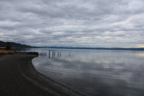 Imagine de stoc gratuită din acoperit de nori, corp de apă, faleză, nori