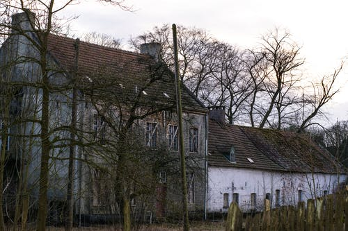Základová fotografie zdarma na téma farma, opuštěná budova, opuštěný, starý dům