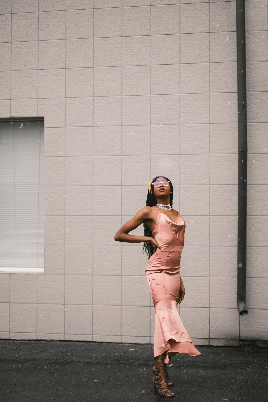 Kostenloses Stock Foto zu fashion, fotoshooting, frau, kleid