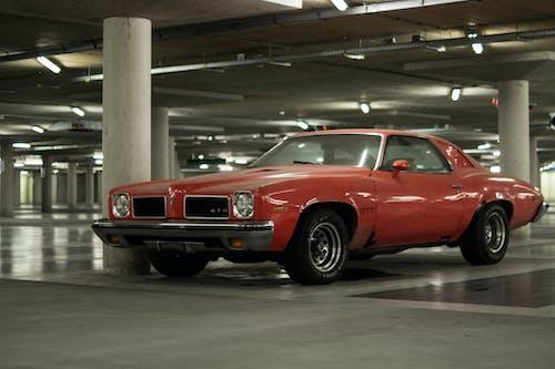 Gratis stockfoto met amerikaanse sportauto, auto, gto, parkeerdek